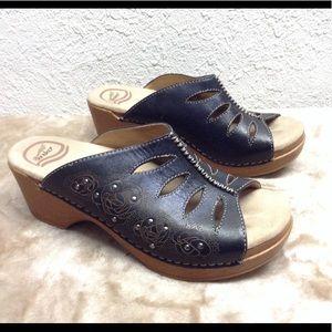 Dansko Sheri slides sandal 37 7 6.5 leather flora